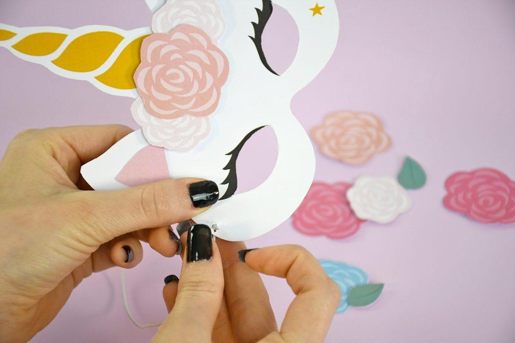 Realizza questa simpatica maschera di carta per essere il più bell'unicorno di questo Carnevale!